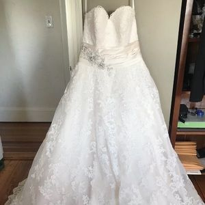 Allure Bridals lace wedding dress 14